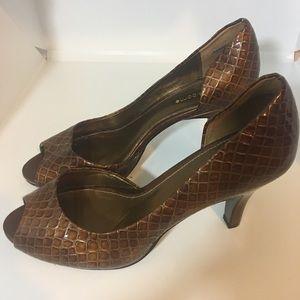 Shoes - Liz Claiborne heels size 8 1/2 Dark shiny brown